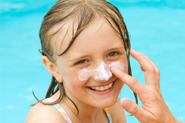 child-with-sunscreen